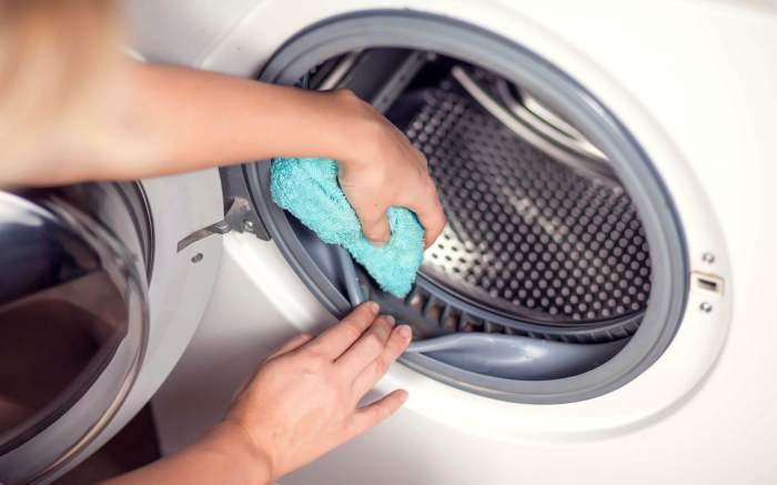 Cum să îți cureți corect mașina de spălat rufe