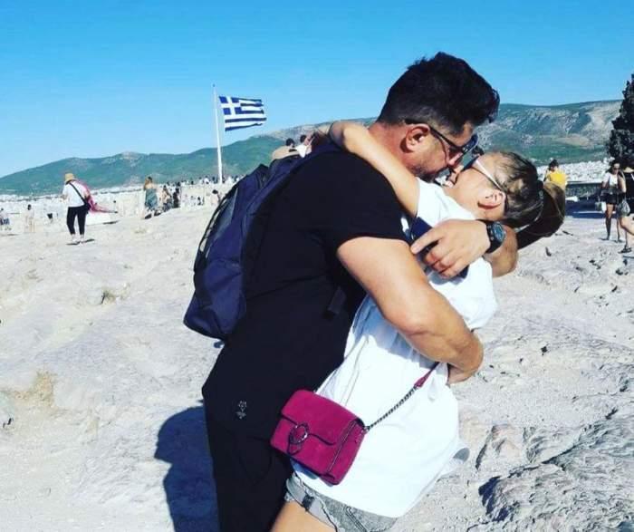 tavi colen o saruta pe iubita lui emma de la zu