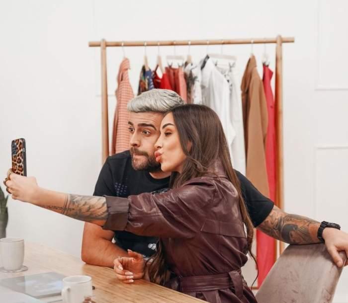 Speak si Stefania fac un selfie
