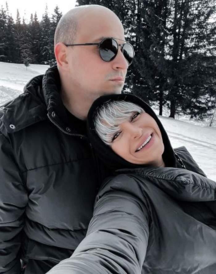 Giulia și Vlad în vacanță la munte.