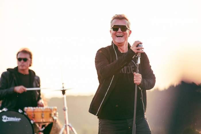 Dan Bittman în timpul unui concert.