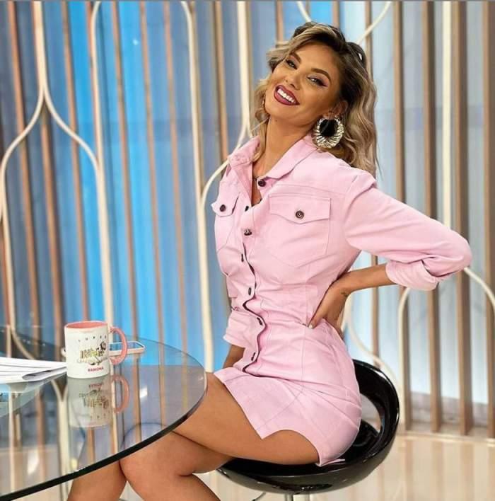 Ramona Olaru este la Neatza cu Razvan si Dani, are o rochie scurta roz