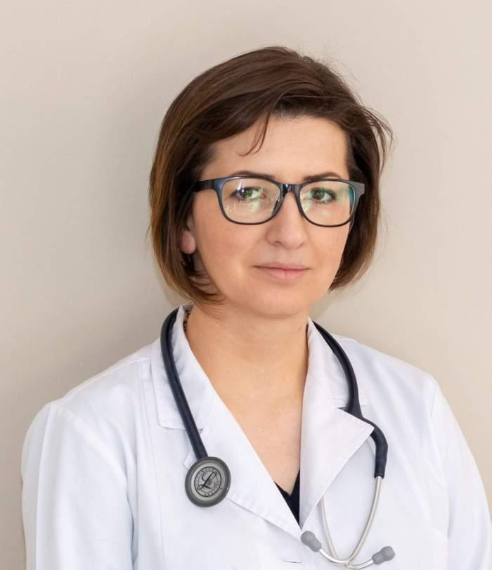 Imagine cuIoana Mihaila in halat de medic