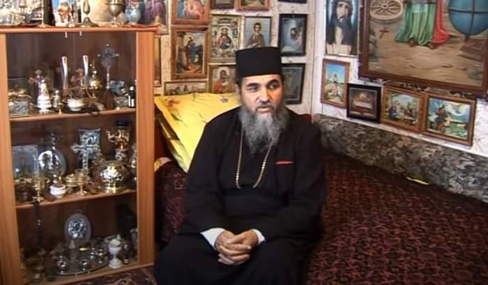 Preotul pedofil din Videle în camera lui.