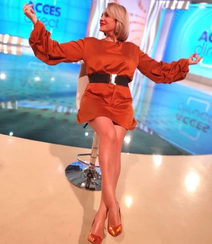 """Mirela Vaida s-a pus serios pe slăbit. Prezentatoarea Acces Direct se plânge de silueta sa: """"Nu mă mai încap rochiile"""" / VIDEO"""