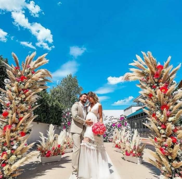 Gabriela Prisăcariu și Dani Oțil în ținute de nuntă.