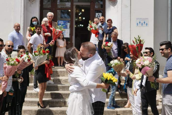 Cortes și Roxana la Cununia Civilă, alături de familie.