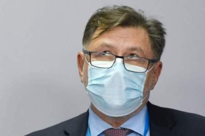 masca de protectie la un barbat