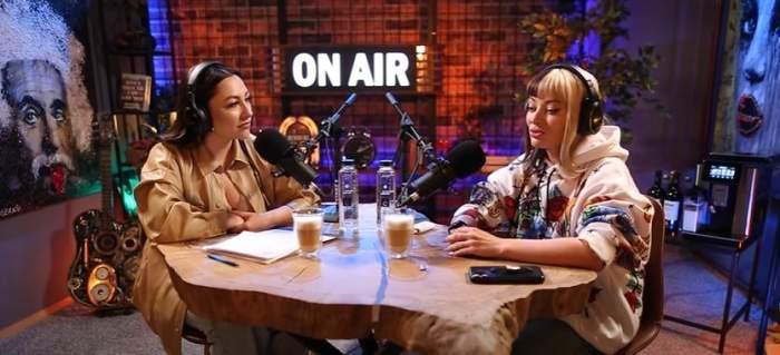 Captură video cu Delia și Andra, în timpul unui interviu.