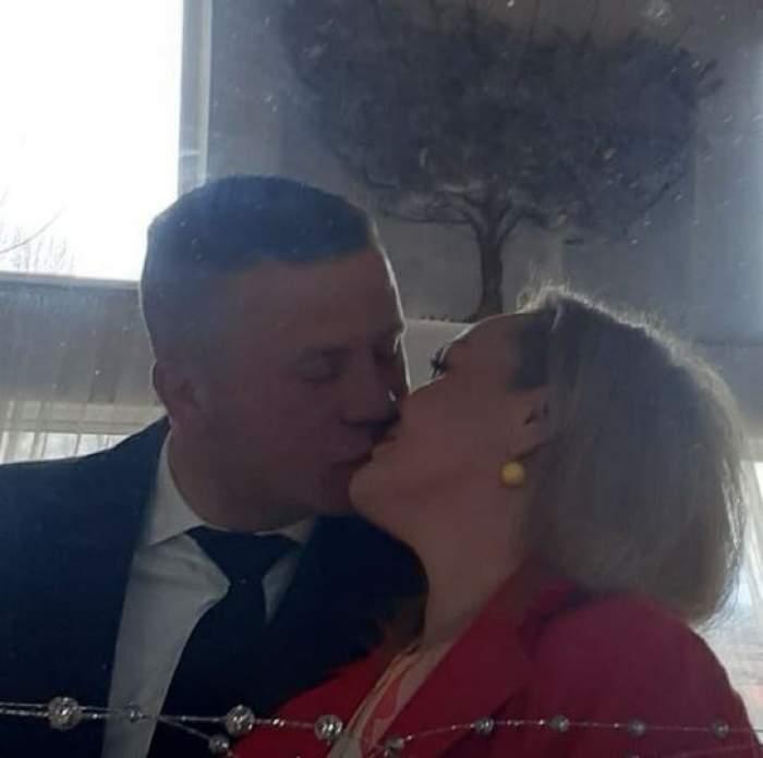 Victorina Matveev alături de soțul său, în timp ce se sărută.