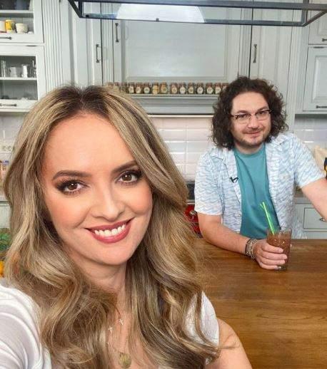 Florin Dumitrescu și soția sa, selfie din bucătărie.