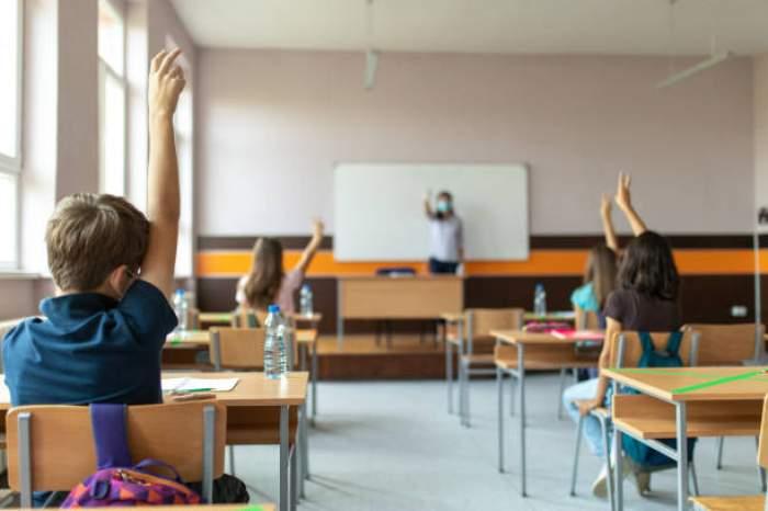 Un elev din București a fost strivit de un dulap chiar în sala de clasă. Copilul a fost dus de urgență la spital