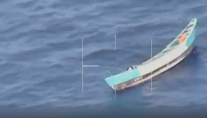 """O fată de 17 ani a supraviețuit 3 săptămâni în mijlocul oceanului, fără apă și fără mâncare: """"Nu mai aveam putere să aruncăm cadavrele în apă"""""""