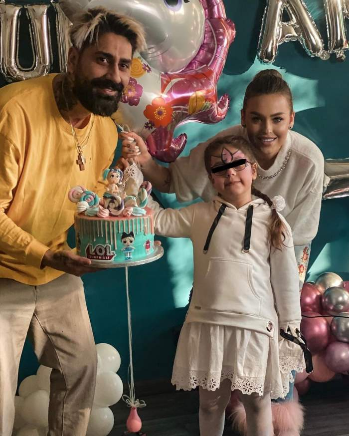 Connect-R alături de Misha și fiica sa, cu tort în brațe.