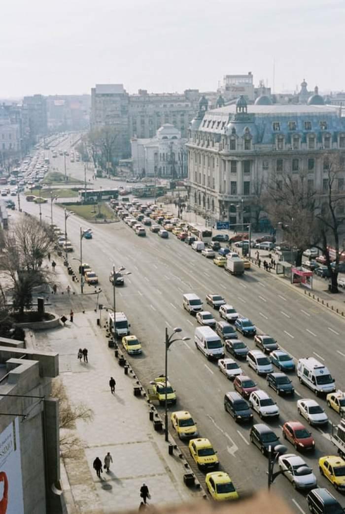 Mașini în trafic.
