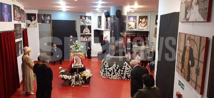 Zeci de oameni își iau rămas bun de la Ion Dichiseanu. Imagini exclusive cu fosta soție, fiica și nepoțica,la căpătâiul marelui actor / VIDEO