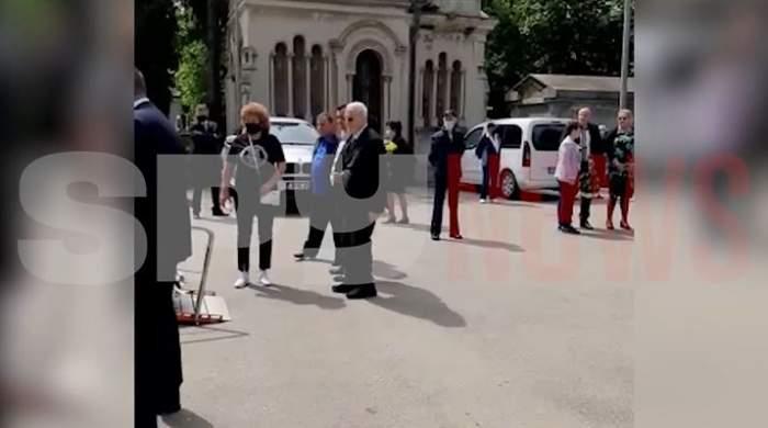 Viorel Păunescu, parastas de patruzeci de zile pentru soția Anișoara! Afaceristul i-a adus o coroană de flori lui Ion Dichiseanu / VIDEO