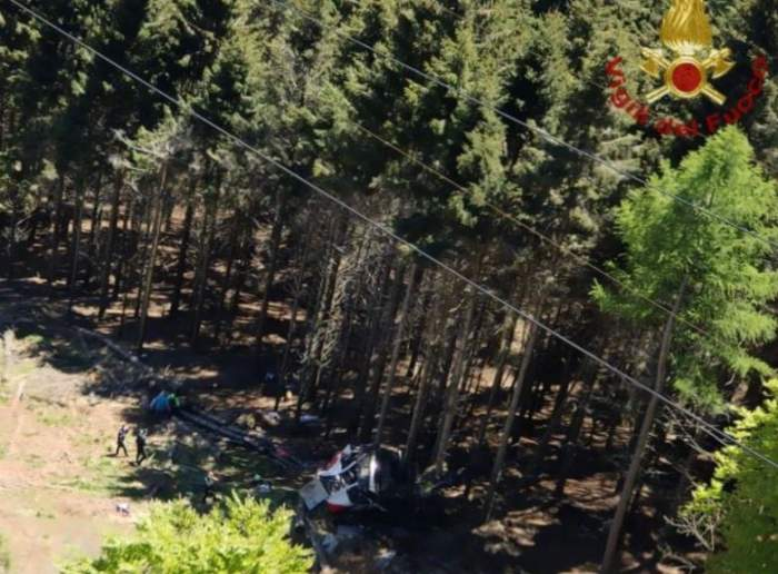 12 oameni au murit, după ce o telecabină s-a prăbușit. Tragedia a avut loc într-o stațiune montană din Italia