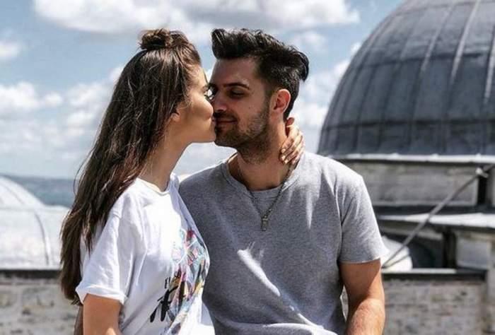 Theo Rose și Alex Leonte se sărută.