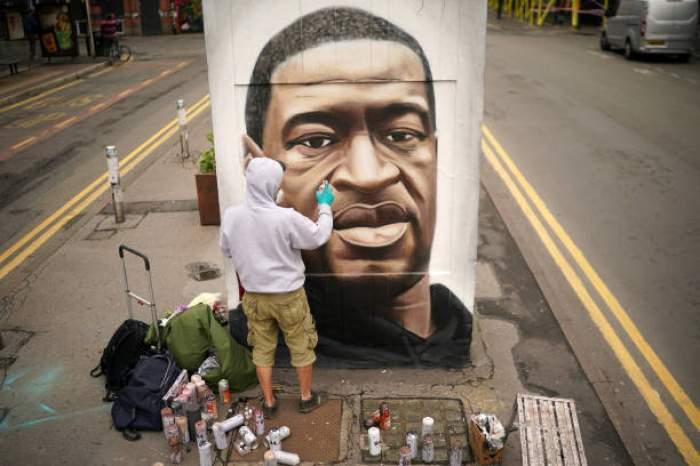 Scandal la comemorarea de un an de la moartea lui George Floyd. Polițiștii au intervenit de urgență