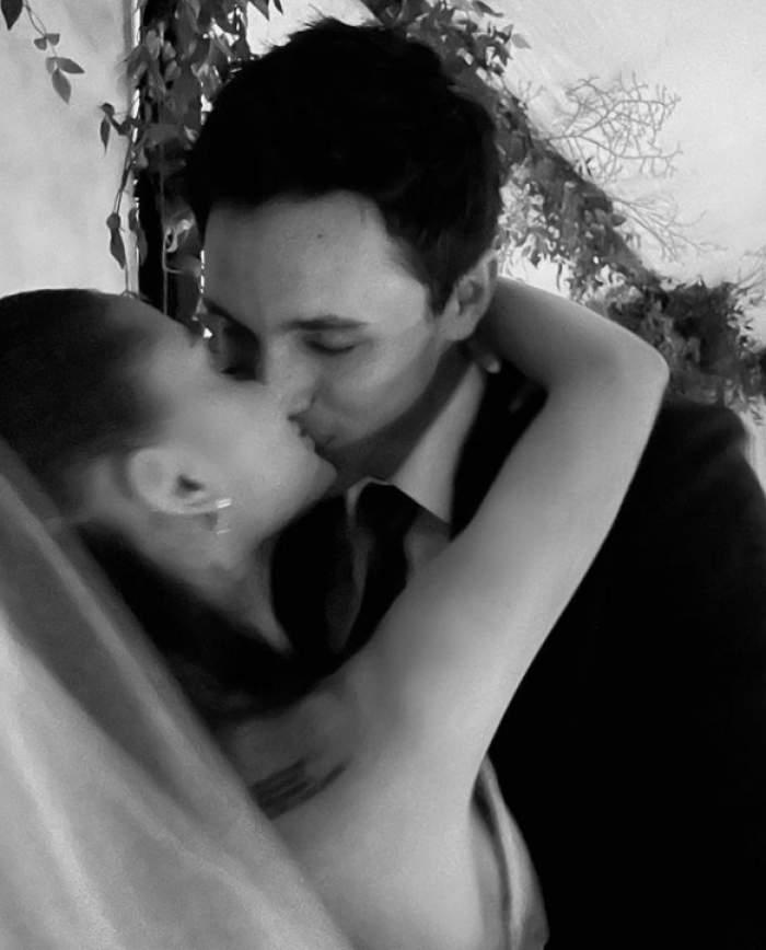 ariana grande sarut cu sotul ei