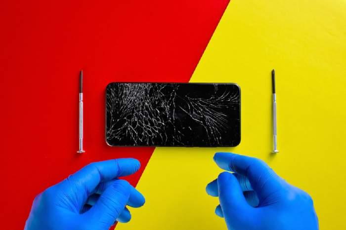 (P) Cât costă, în general, să repari un telefon?