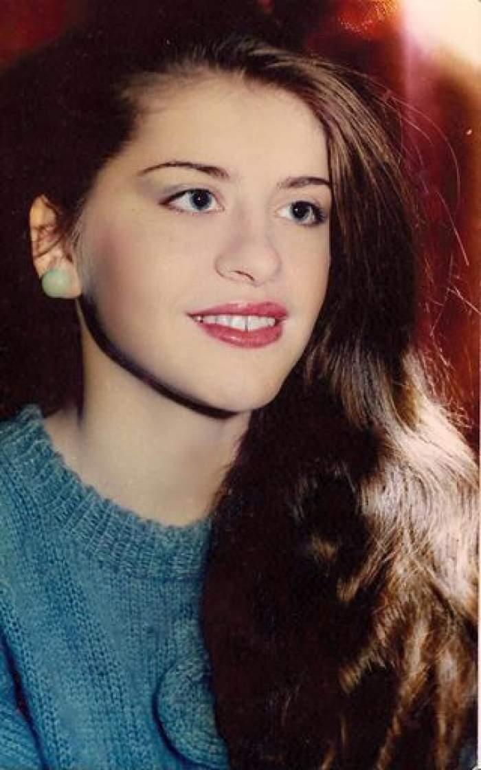 Loredana Groza cu părul șaten.