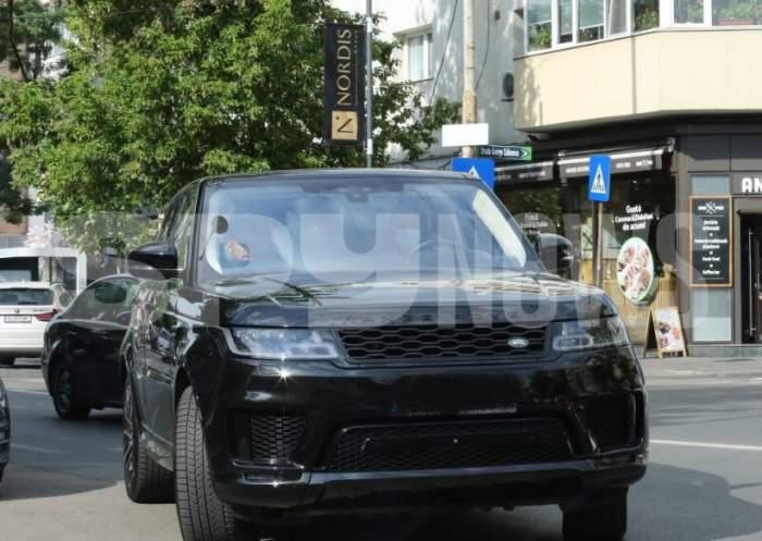 Când ești fiica lui Gigi Becali poți să parchezi oriunde, chiar și în mijlocul străzii. Cum a fost surprinsă Teodora Becali / PAPARAZZI