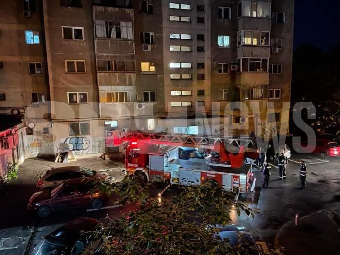 Bărbat, găsit mortîn apartament, într-un bloc din zona Titan a Capitalei. Autoritățile au intervenit de urgență / VIDEO