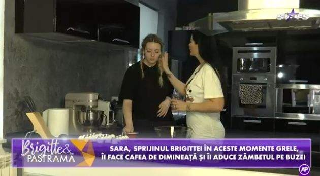 Brigitte Pastramă și Sara, în bucătărie, discutând