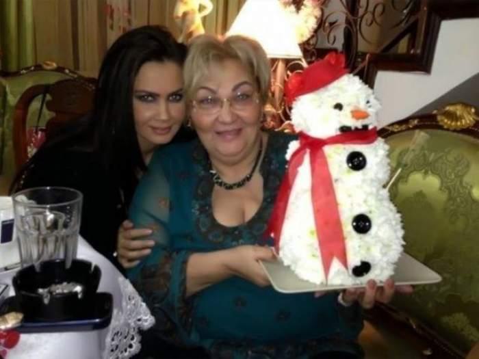 Oana Zăvoranu alături de Mărioara, când trăia, de Crăciun.