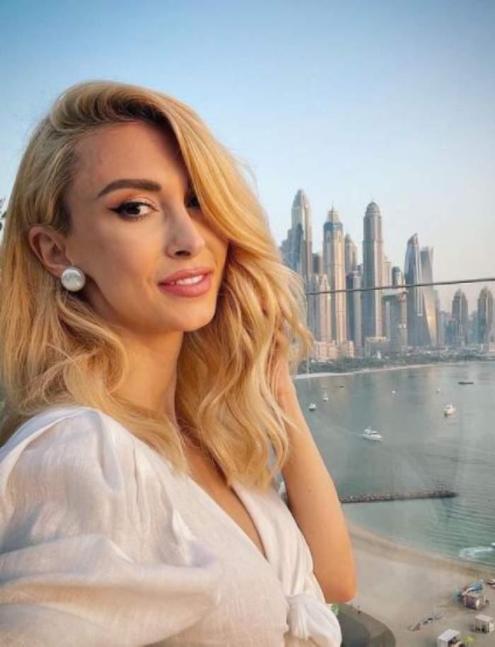 Andreea Bălan, selfie în Dubai.