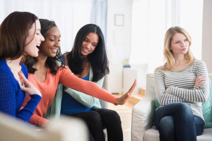 Cum recunoști o persoană extrovertită și cum să te porți cu ea