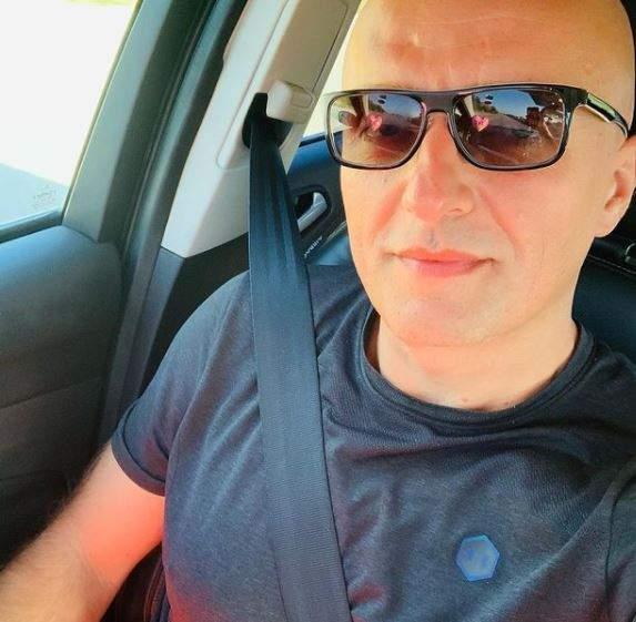 Costi Ioniță, selfie în mașină.