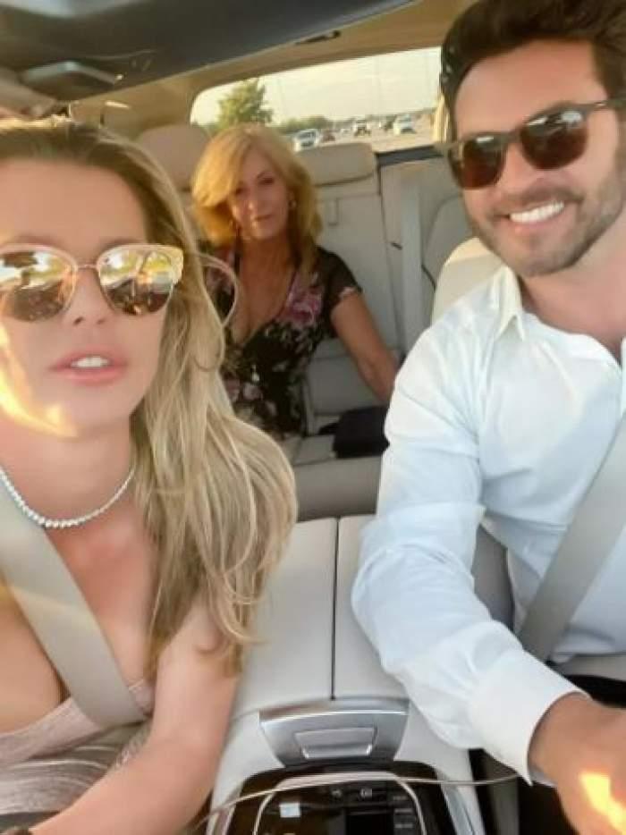 Alina Vidican și noul iubit în mașină.