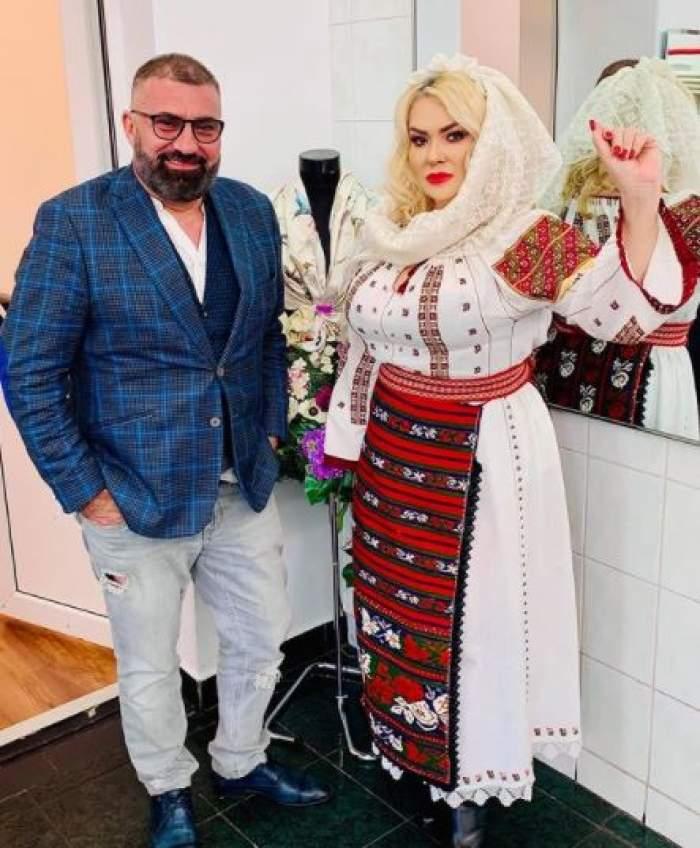 Viorica de la Clejani în port popular alături de Ioniță de la Clejani în costum.
