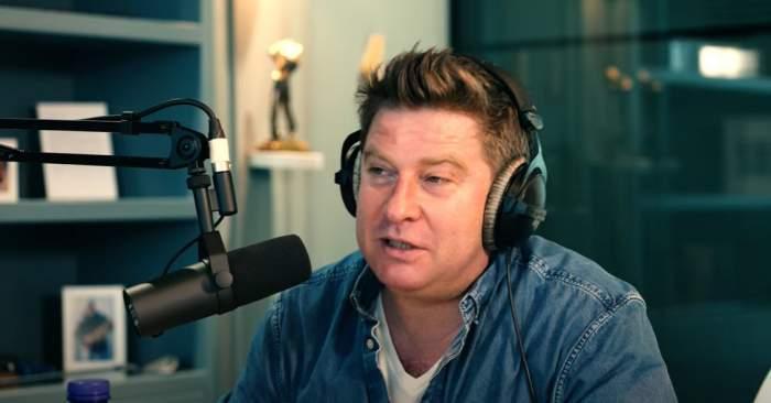 Pavel Bartoș în timpul unui interviu.