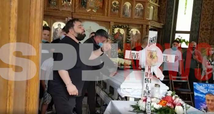 Florin Salam a cântat la căpătâiul lui Ion Petrișor! Impresarul maneliștilor este condus astăzi pe ultimul drum / VIDEO