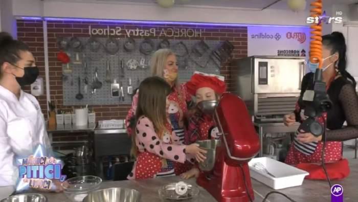 Sânziana Buruiană și fiica ei se află într-o școală specială de gătit pentru copii.