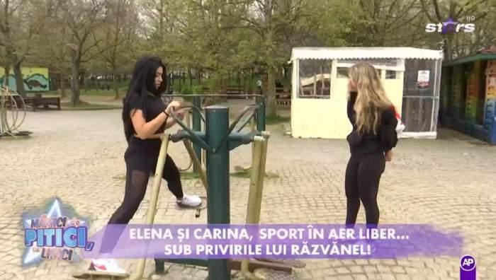 Elena Ionescu e în parc. Vedeta poartă un tricou negru și colanți negri și face exerciții la un aparat de făcut sport.
