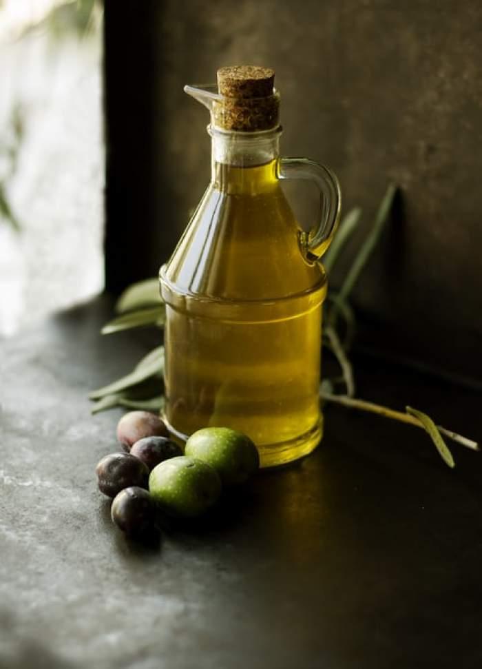 sticlă cu ulei de măsline