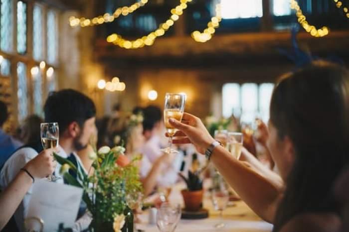 Noi măsuri de relaxare în Capitală. Ce număr de invitați este permis la nunți și botezuri
