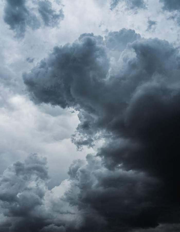 Noi alerte cod galben de ploi torențiale, vijelii și grindină. Avertizarea vizează aproape toată țara
