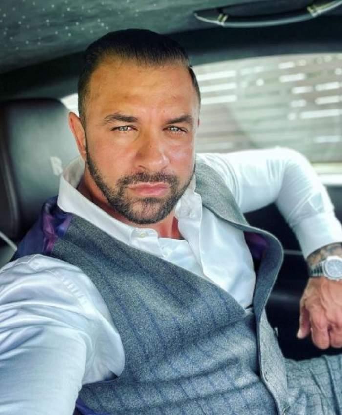 Alex Bodi, selfie în mașină.