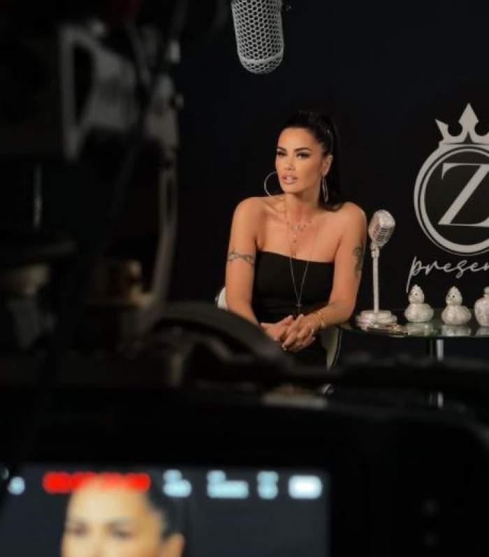 Oana Zăvoranu în timpul unei emisiuni TV.