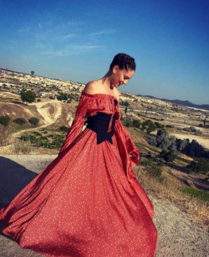Irina Fodor cu rochie roșie, la Asia Express.