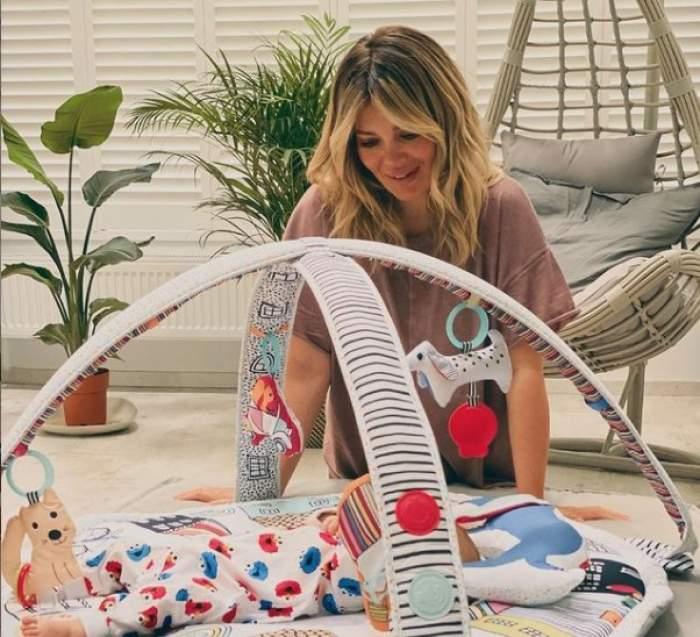 """Gina Pistol nu poate sta departe de fetița ei. Ce activități neglijează vedeta pentru a fi mai mult lângă fiica ei: """"De o oră stăm așa"""""""