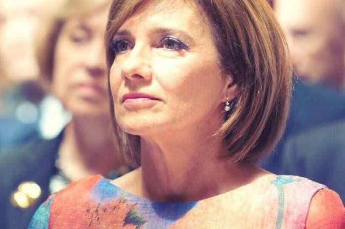 Carmen Iohannis nu plătește pentru ținutele pe care le poartă. Dezvăluirea făcută de stilista soției președintelui Klaus Iohannis