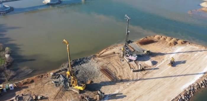 Gropi cu oseminte, descoperite pe Drumul Expres Craiova-Pitești. Lucrările pe șantier au fost sistate / FOTO