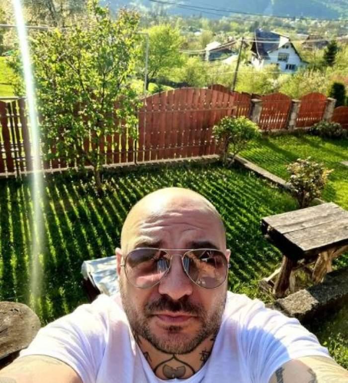 Cristi Mitrea, selfie de la țară.